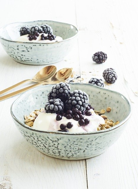 Easy Vegan Meal Plan - Granola and Yoghurt