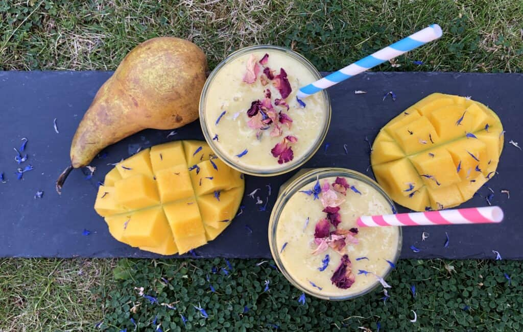 mango and pear smoothie